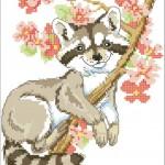 вышивка енот на дереве