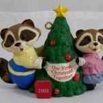новогоднее украшение енот с елкой