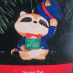 новогодняяя игрушка енот в полицейской форме