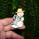 новогодняя игрушка енотик со снеговиком