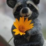 поделка енот пушистый с цветком