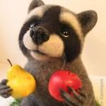 поделка енот с фруктами