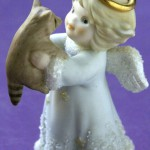 сувенир ангел с енотом
