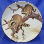 тарелка сувенирная еноты на дереве
