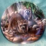 тарелка сувенирная с енотами