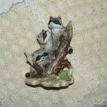 фигурка енотики на дереве