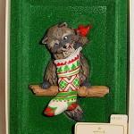 фигурка енотик с рождественским носком