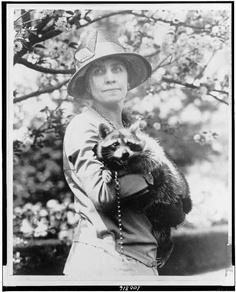 Элеонора Рузвельт и ее енот Ребекка